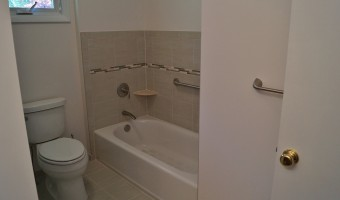 BATHROOMS(2)- PLAUT